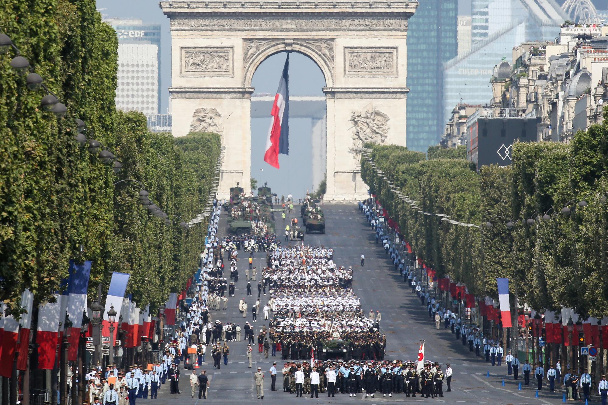 Au coeur de la capitale française, Paris célèbre son 136ème défilé du 14 Juillet 2016